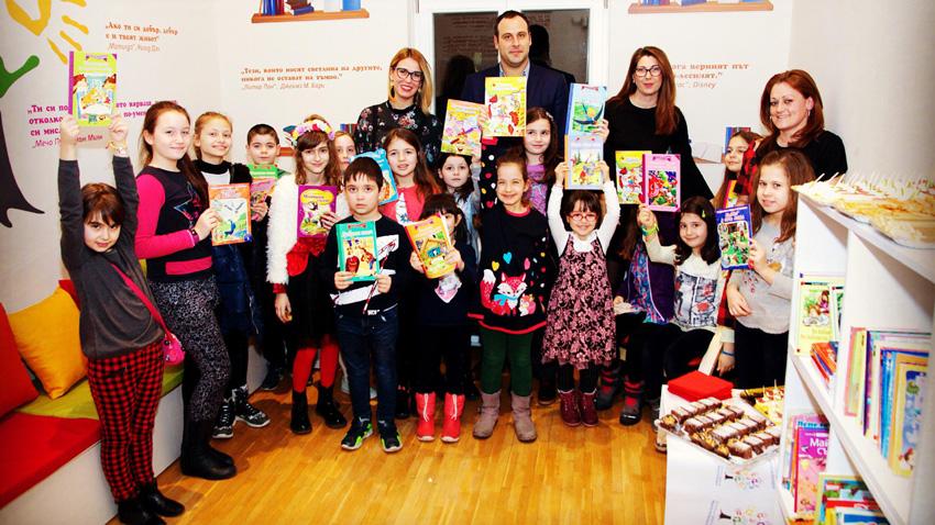 """Най-малките читатели в новооткритата читалня """"Малкият принц"""" в Бургас"""
