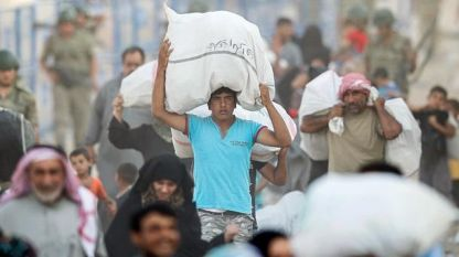 Thousands of Syrians refugees seek asylum in Turkey