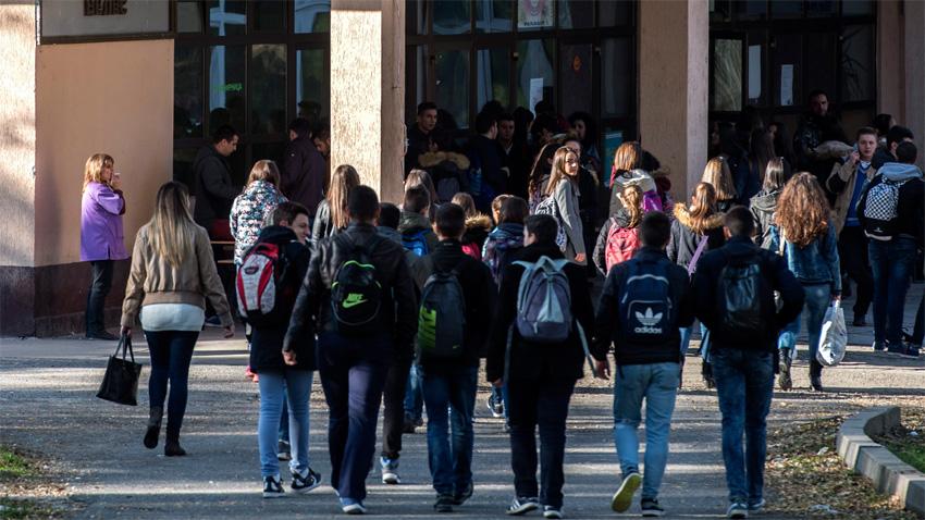 """Над 90% от завършващите """"Педагогика"""" се реализират в училище, заяви"""