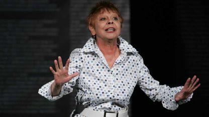 """Илка Зафирова в пиесата """"Апокалипсисът идва в 6 вечерта"""" в Малък градски театър """"Зад канала""""."""