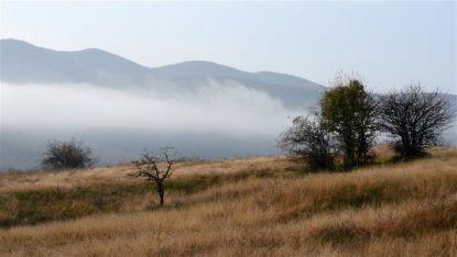 Октомврийска мъгла преди белоградчишкото село Раяновци