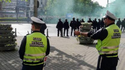 Полицията и футболната агитка очи в очи