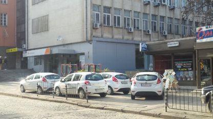 Неправилно паркиране пред Централна поща в Стара Загора