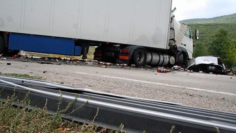 Шофьoр на ТИР загина в катастрофа на магистралата - Новини
