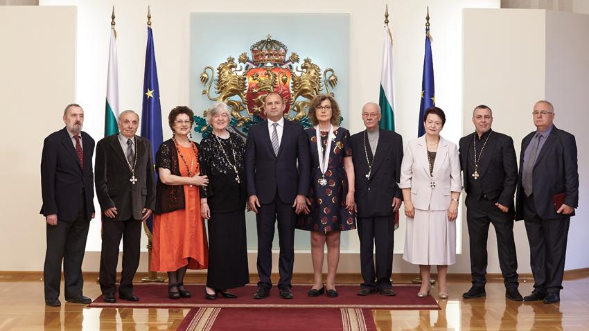 Президентът Румен Радев удостои с държавни отличия дейци на културата и изкуството.