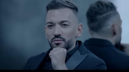 Кадър от клипа на песента