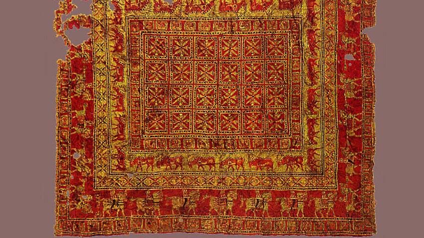 "Фрагмент от килим, 4-и век пр. Хр., изложен в ""Ермитажа"", Санкт Петербург."