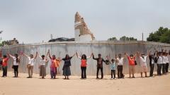 Жители на Катманду около развалините на кулата Дхарара