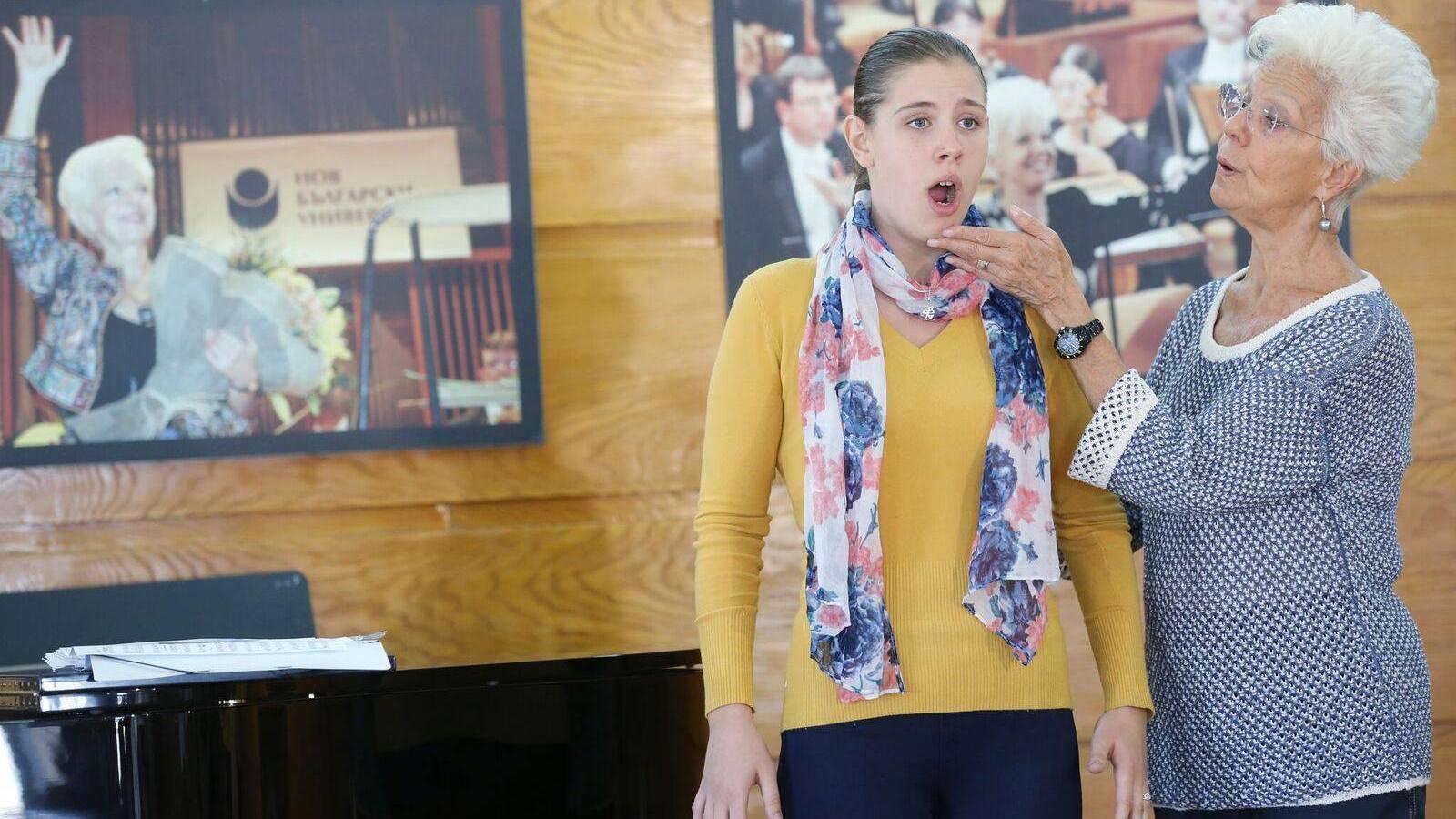 Александрина Михайлова по време на репетиция