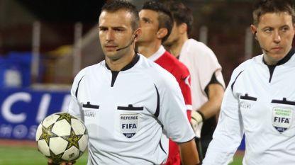 Ивайло Стоянов (с топката)