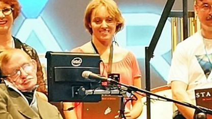 Неда Лаптева със Стивън Хокинг.