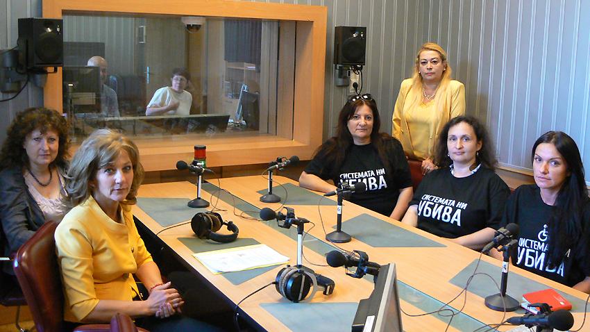 Отляво надясно: Росица Димитрова, Надежда Денева, Вера Иванова, Анелия Торошанова, Валентина Христова и Елеонора Петрова