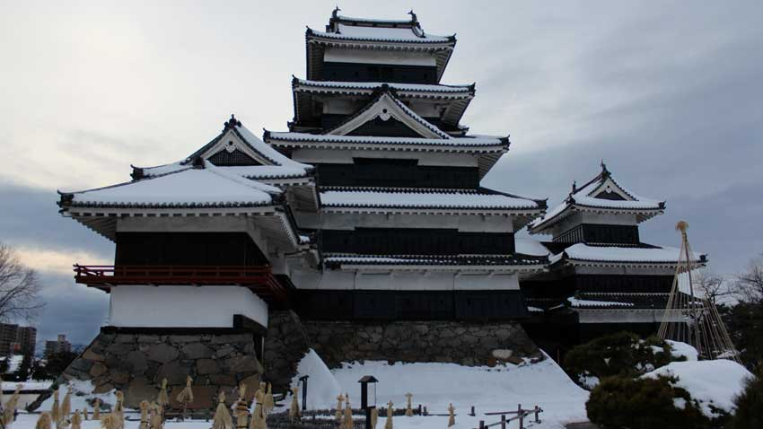 Гарвановият замък в град Мацумото, Япония.