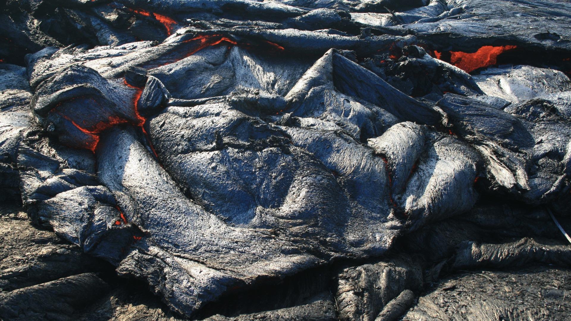 Лава от вулкана Килауеа, който е активен повече от два