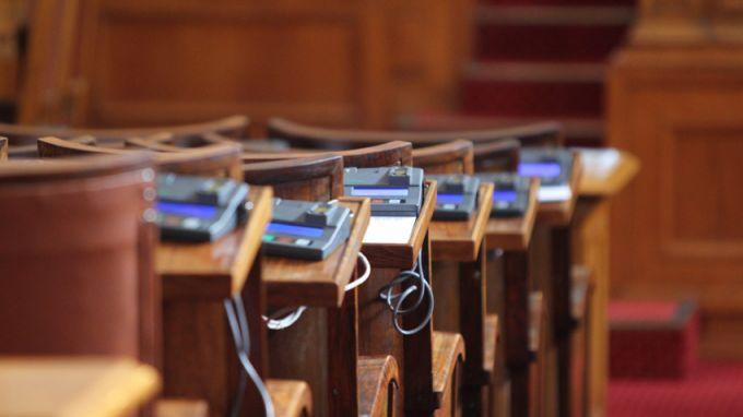 Парламентът ще гласува вотa на недоверие към правителството