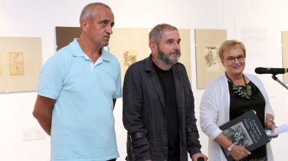 Любомир Козарев, управител на издателство, Красимир Илиев, куратор на изложбата, и Аделина Филева, директор на СГХГ (отляво надясно)