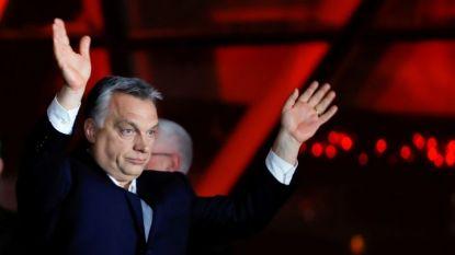 Виктор Орбан говори пред симпатизанти в Будапеща късно в неделя, след като частичните резултати показаха, че партията му печели убедителна победа, а той- нов мандат като премиер.
