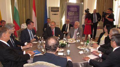 Развитието на Дунавския регион обсъждиха на неформална среща в Русе президентите на България, Австрия и Румъния