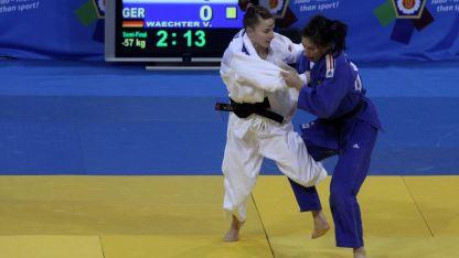 Ивелина Илиева (в бяло кимоно) спечели сребро.