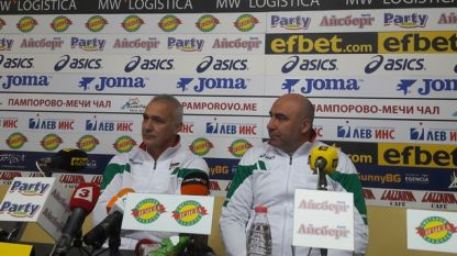 Страхил Балов (вдясно) остава треньор на