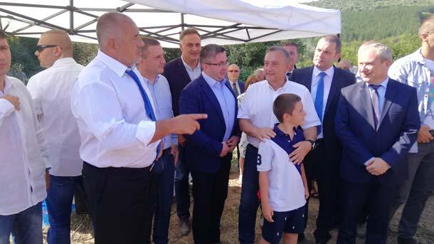 Премиерът Бойко Борисов на символичната първа копка за изграждането на автомагистрала