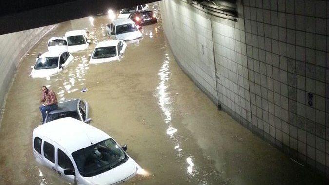 Наводнение в подлез в Анкара