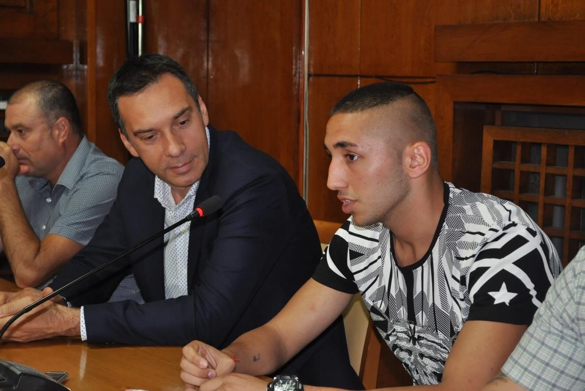 Иван Атанасов (вдясно)