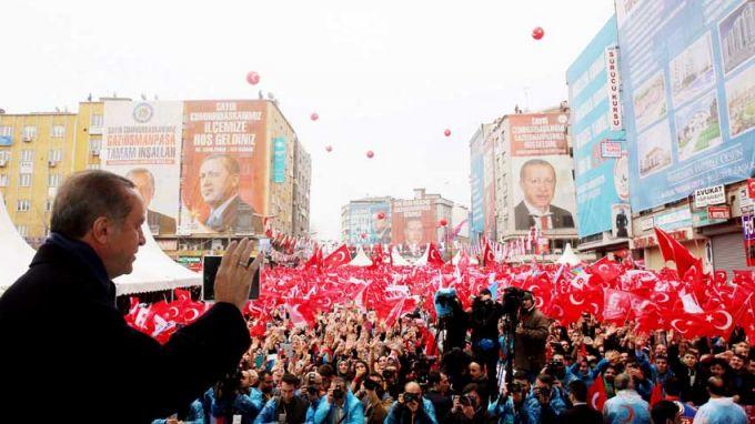 Започна гласуването на турските граждани в чужбина за референдума