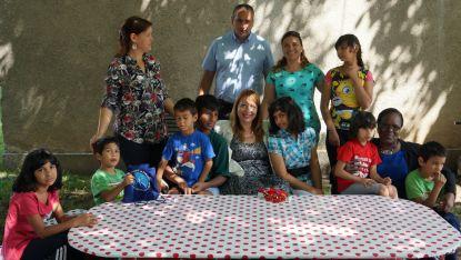 """""""Добре дошли в нашия дом"""" – с тези думи осемте деца от Центъра за настаняване от семеен тип в гр. Разлог посрещнаха д-р Елеонора Лилова и д-р Джейн Муита."""