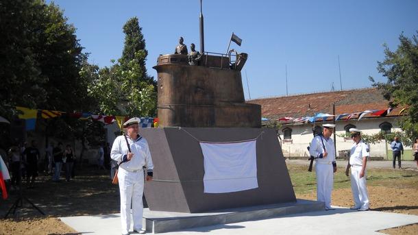 Паметник на подводничаря беше официално открит във военноморската база във