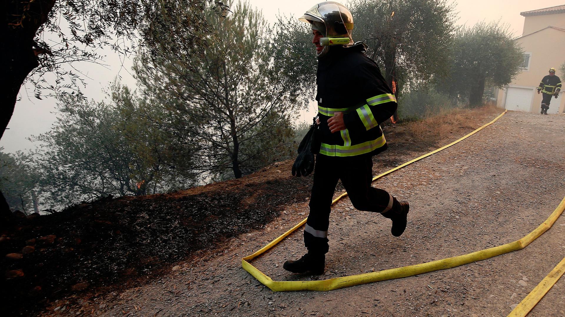 Около 20 души са пострадали при пожар, избухнал в жилищна
