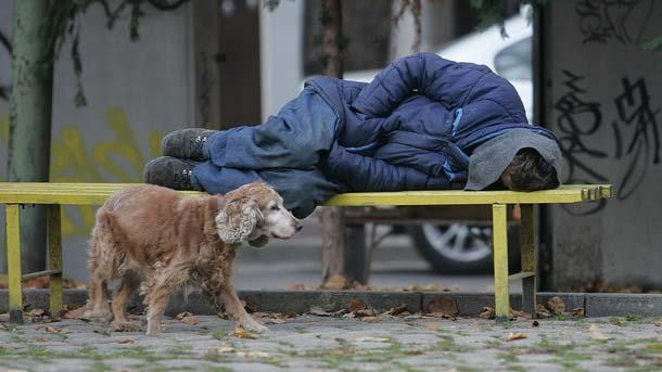 В Унгария от днес на бездомните хора е забранено да