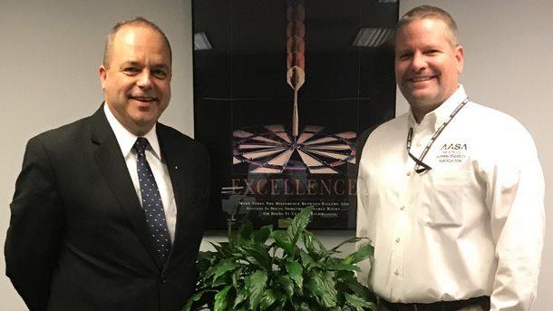 Генералният консул на България в Чикаго Иван Анчев и д-р Дейвид Шулър