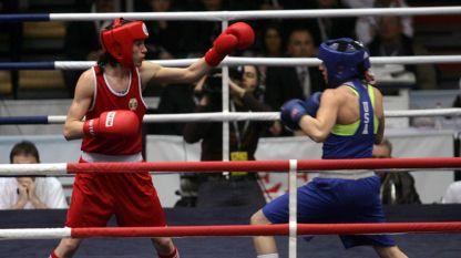 Станимира Петрова триумфира с купата след мач срещу 5-кратната шампионка на САЩ Кристина Круз