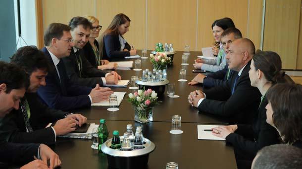 Treffen zwischen Ministerpräsidenten Sloweniens Miro Cerar (links in der Mitte) und Bojko Borissow (Cerar gegenüber)