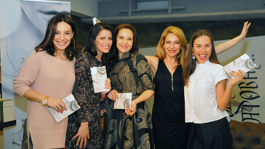 Вяра Атова, Константина Живова, Гергана Стоянова, Ива Дойчинова и Маги Джанаварова (отляво надясно)