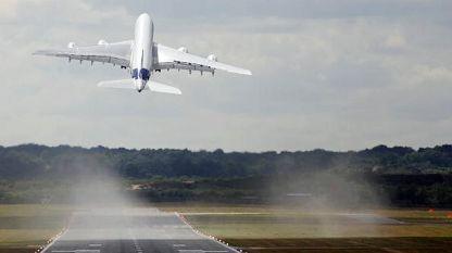 Ниско летящ самолет хвърли в паника жителите на няколко села