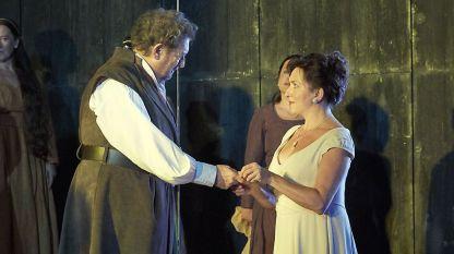 Пласидо Доминго (маркиз Поза) и Красимира Стоянова (Елизабет Валоа) в постановката на Виенската държавна опера.