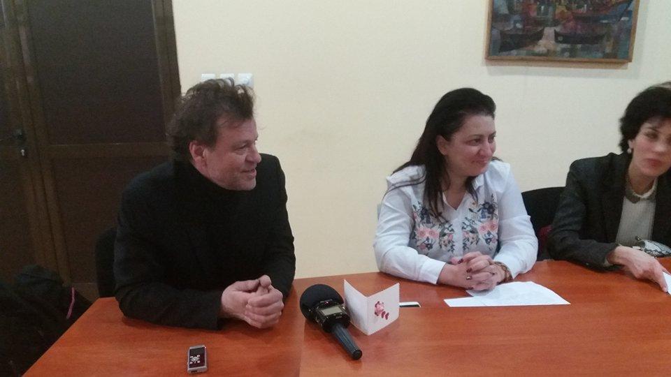 Продуцентът на сериала -  Димитър Гочев                                             з