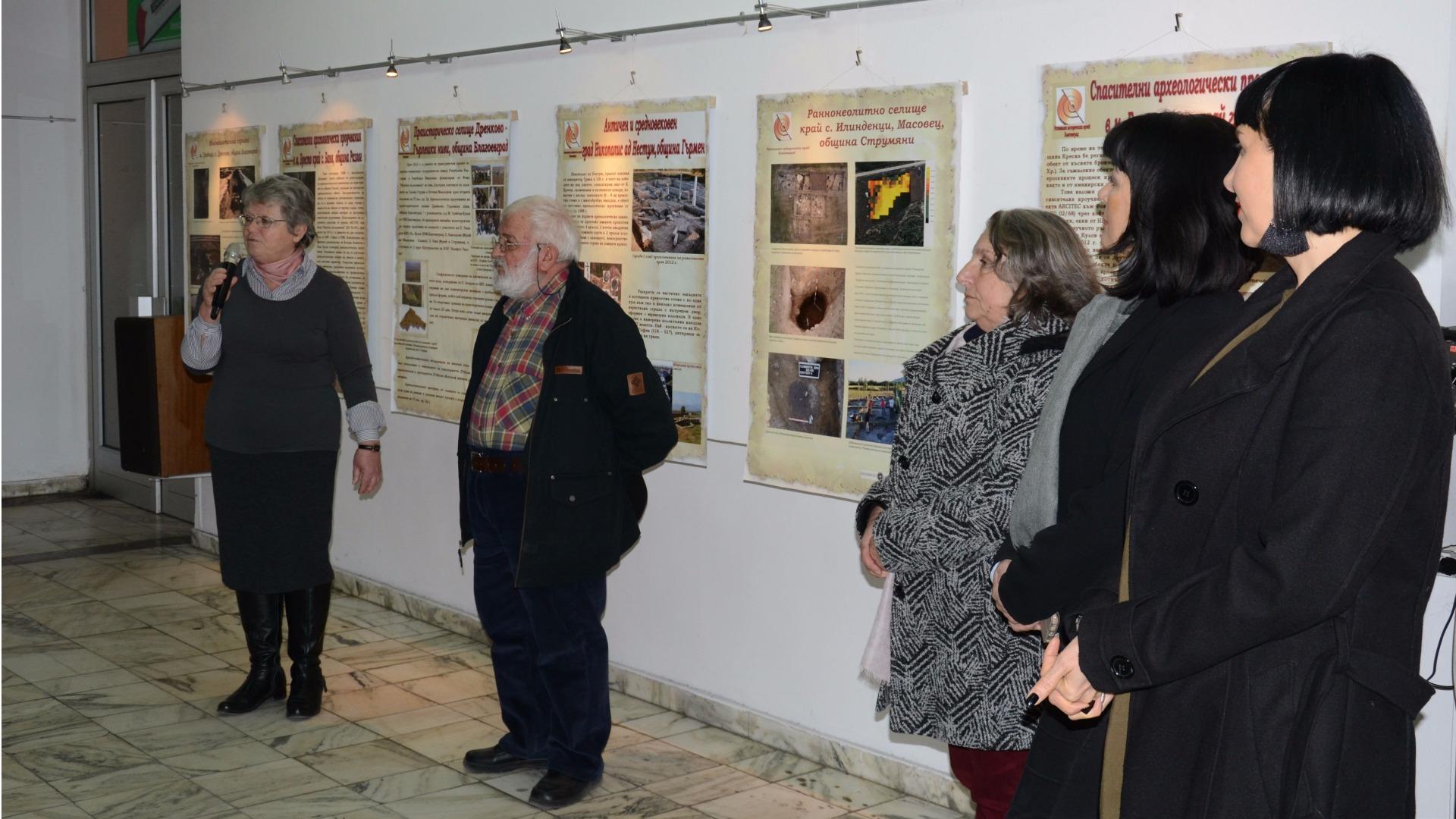 Малгожата и Илия Кулови на откриване на изложба в Арт салона на Радио Благоевград
