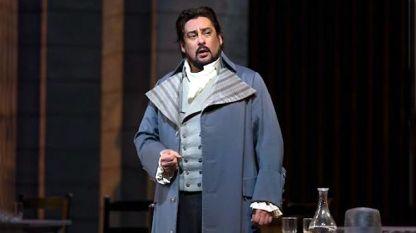 Марсело Алварес като Андре Шение на сцената на Метрополитън