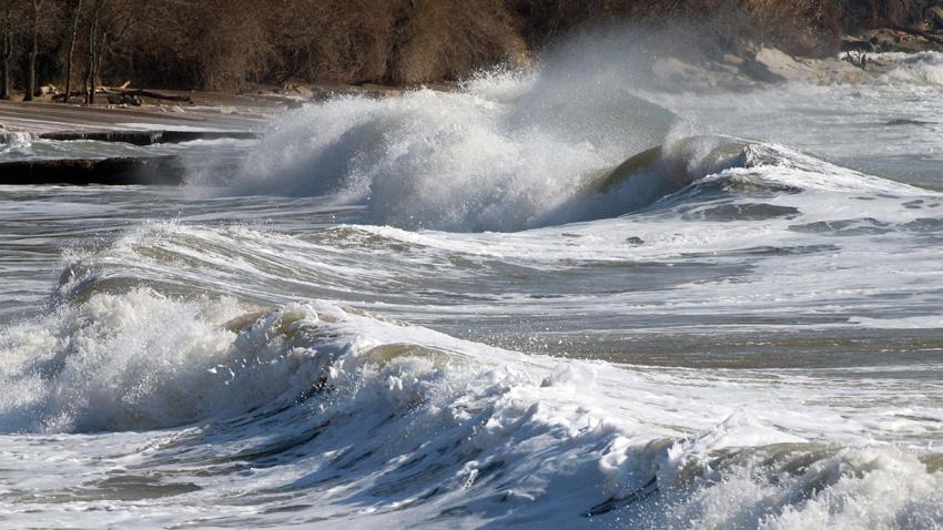 Една малка част от модерните варианти на възстановяеми енергийни източници са вълните.