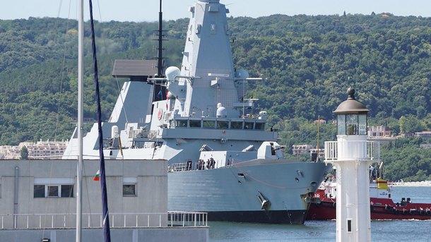 Бойни кораби, подводница, самолети и вертолети от 11 страни-членки на