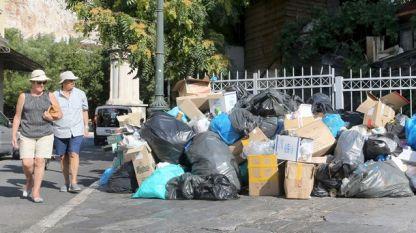 Днешната стачка не е първата за общинските служители по чистотата в Гърция.