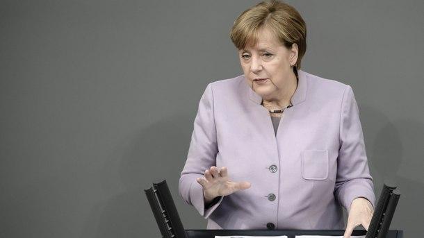 Ангела Меркел пред Бундестага