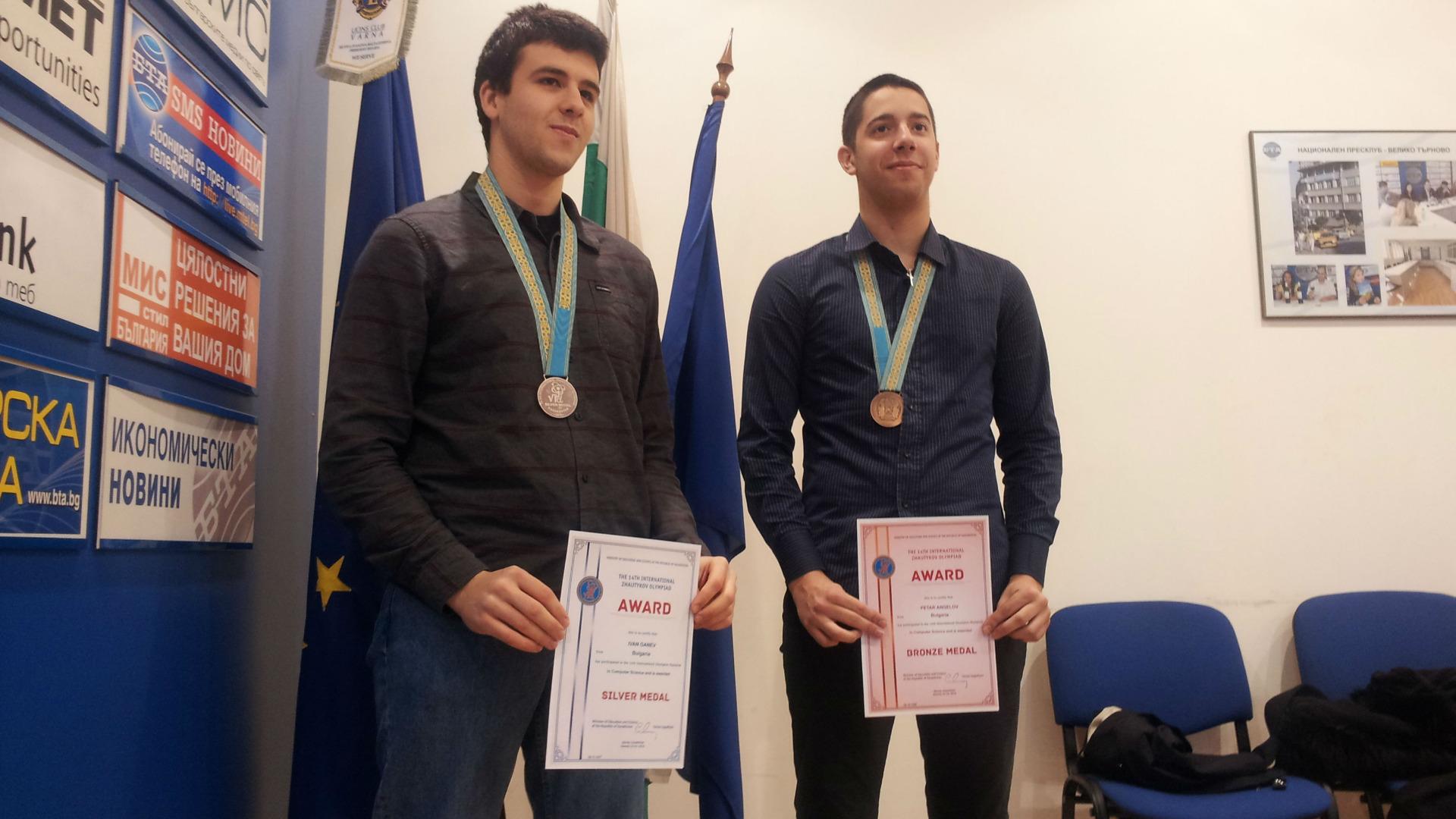Иван Ганев - вляво, и Петър Ангелов - вдясно.