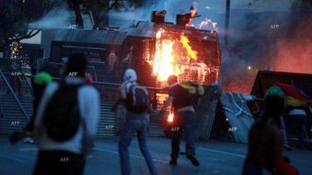 Уличните бунтове и безредици във Венецуела задълбочават кризата