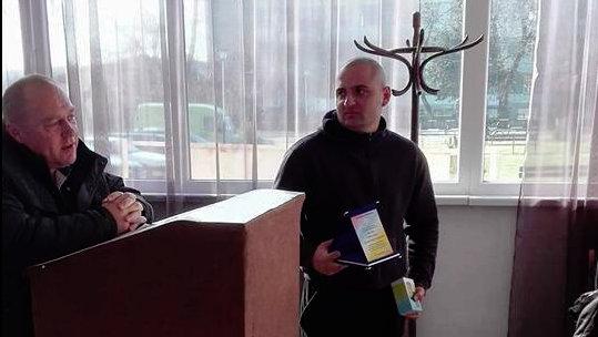 Любомир Стоянов получава награда.