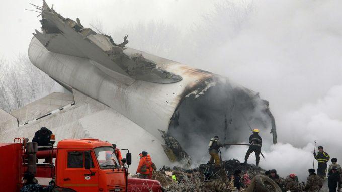 Расте броят на жертвите от катастрофата на турски товарен самолет в Киргизстан