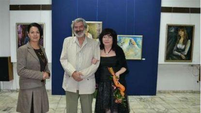 Емил Петров с директора на Радио Благоевград Елисавета Каменичка и художничката Лидия Асенова